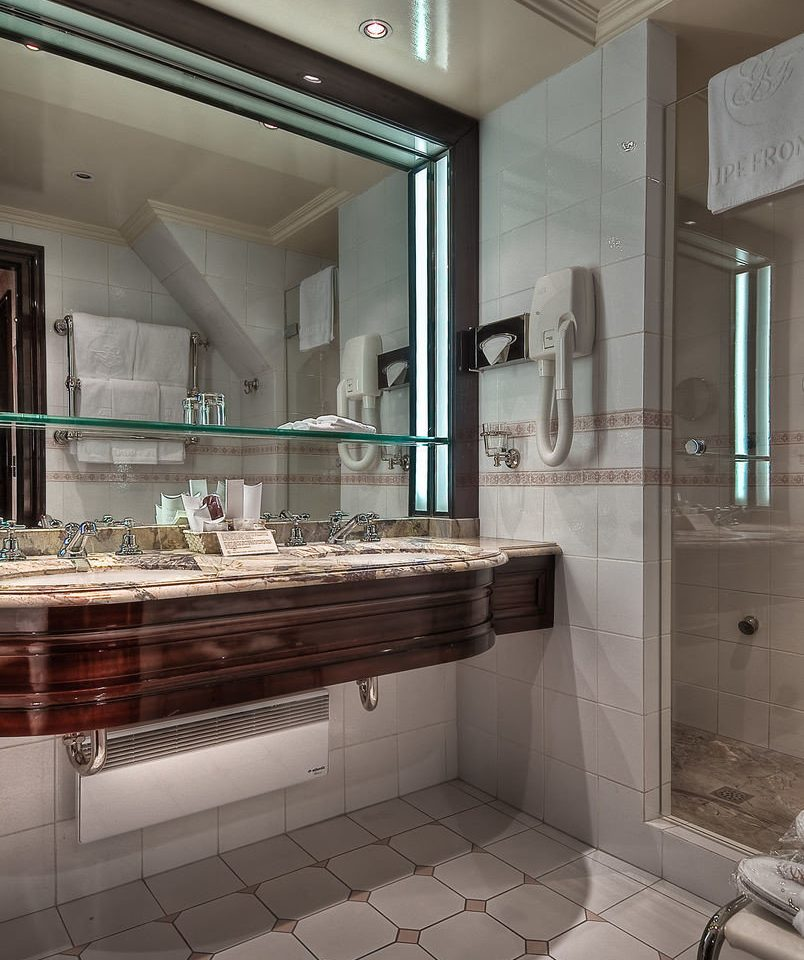 bathroom property home countertop Kitchen flooring tile mansion cabinetry tiled