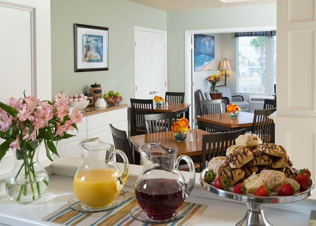 property home brunch living room cottage Kitchen breakfast dining table