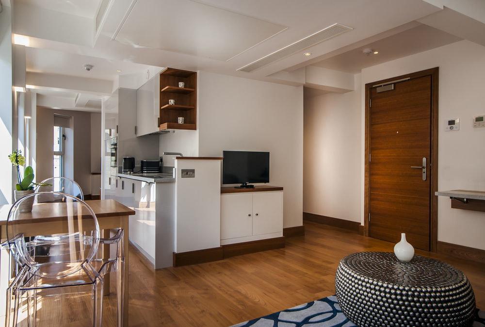 property home Kitchen living room hardwood cuisine classique cabinetry condominium wood flooring cottage flooring