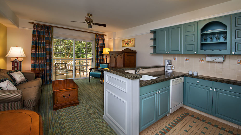 property home Kitchen house cottage hardwood cuisine classique cabinetry living room