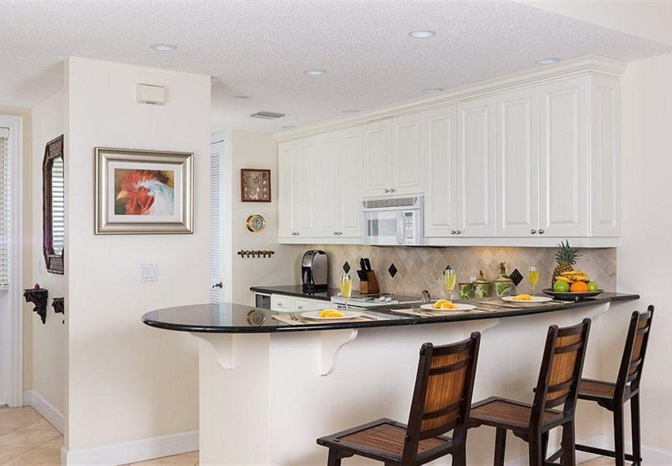 Kitchen property home cottage cabinetry cuisine classique farmhouse