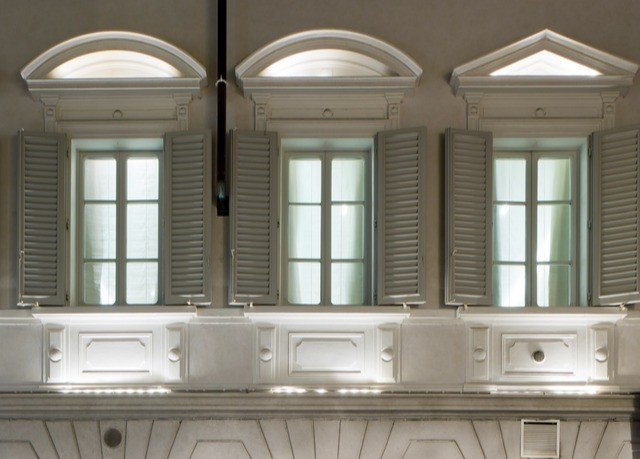 property cabinetry home Kitchen lighting daylighting mansion molding glass