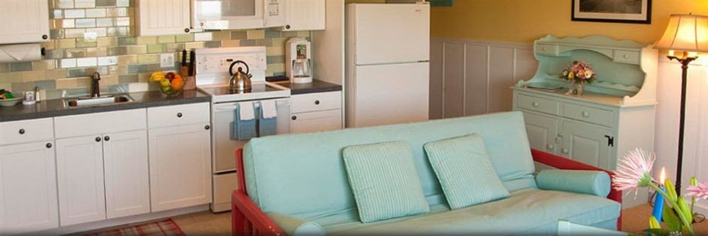 Kitchen property home cottage living room sofa seat cluttered
