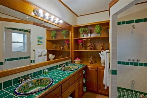 property cottage home green mansion condominium Kitchen