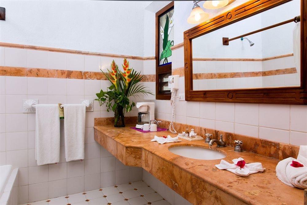 property home sink flooring Kitchen cottage restaurant counter