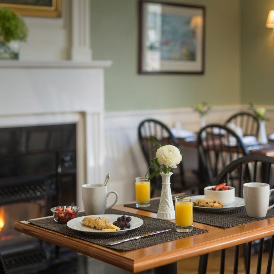 Kitchen property home cottage living room restaurant cuisine dining table