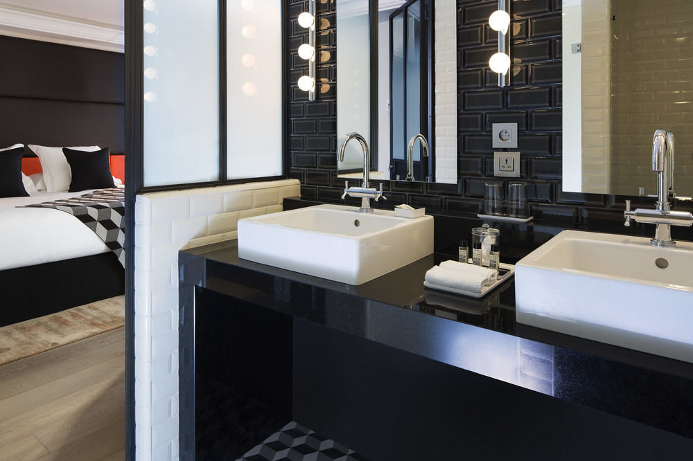 bathroom property countertop home sink Kitchen flooring Suite Modern square