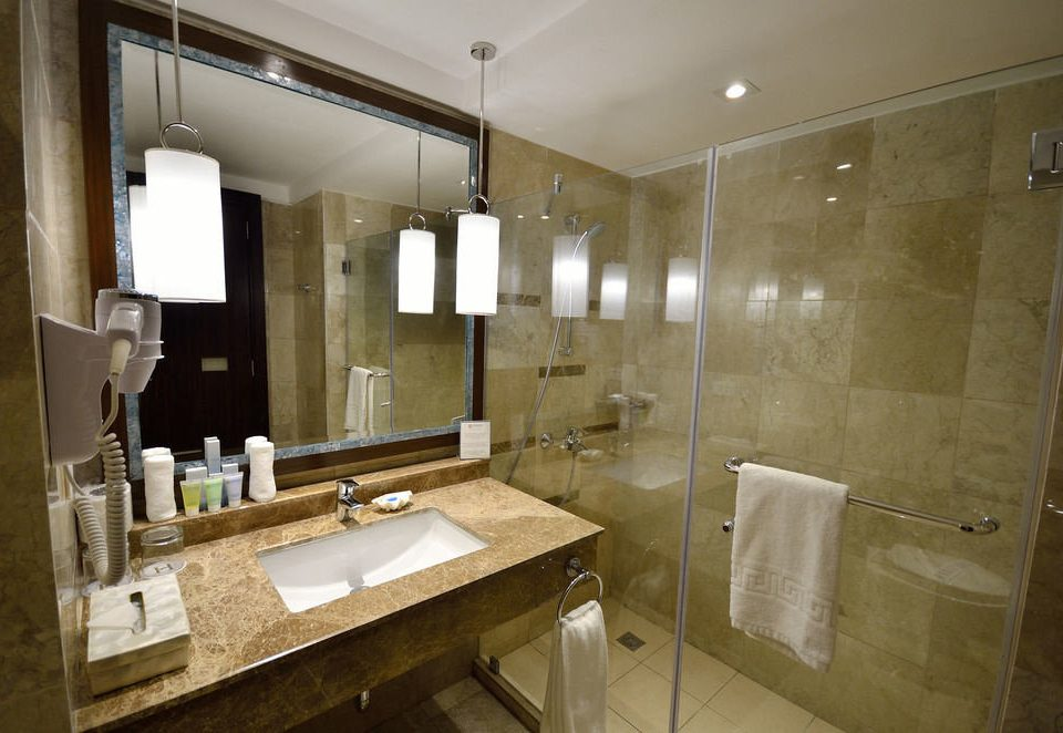 bathroom mirror sink property house home towel vanity double cottage Suite toilet Kitchen Modern tile clean rack