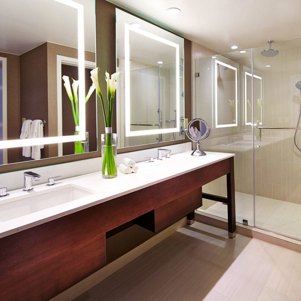 bathroom property mirror countertop home sink long flooring Kitchen bathtub cabinetry Suite Modern clean tan