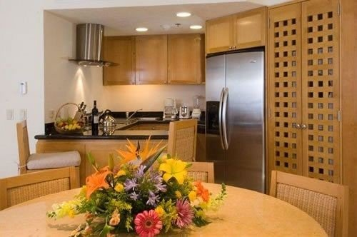 Kitchen Resort property flower home condominium Suite living room cottage cabinetry plant dining table