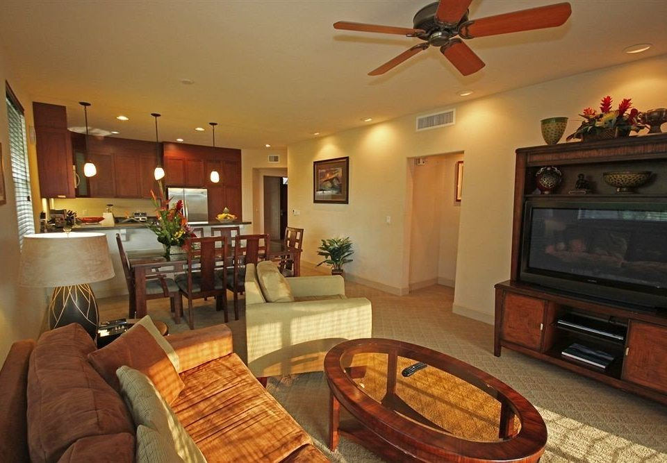 Kitchen Resort sofa property living room home recreation room cottage Suite Villa mansion leather