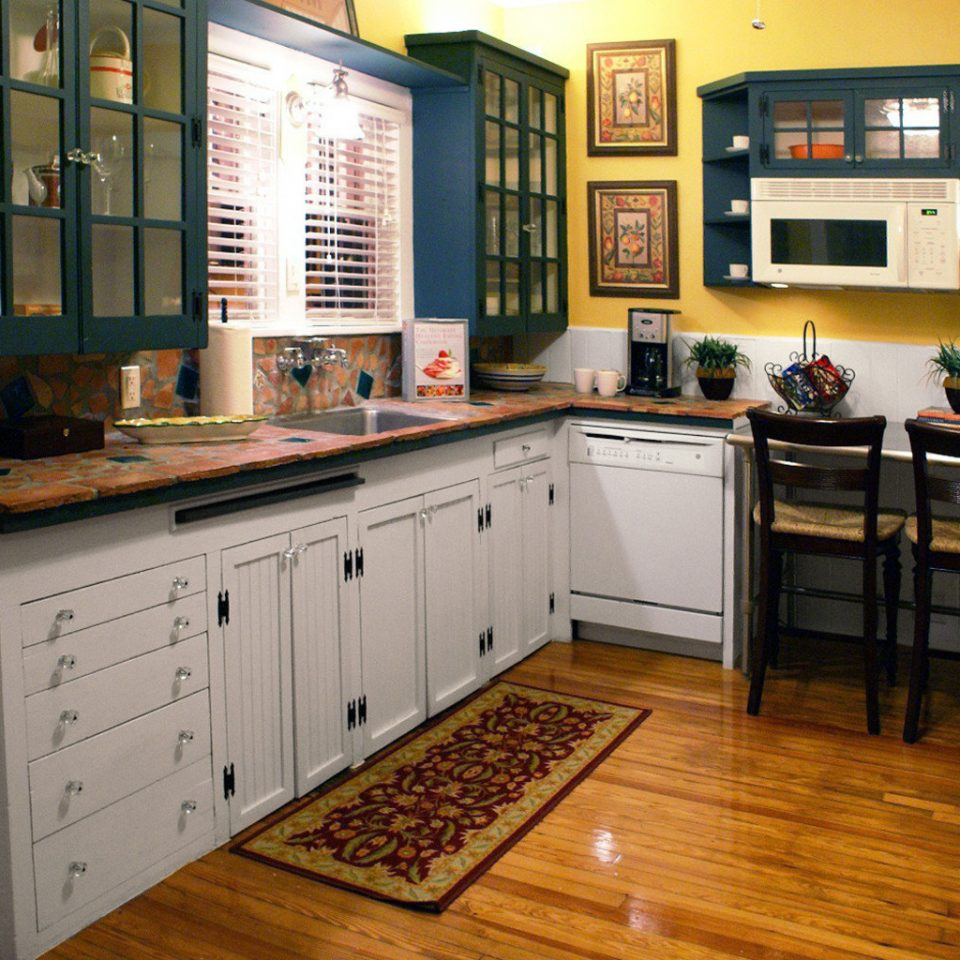 Kitchen Rustic property cabinetry countertop hardwood home cuisine classique cottage wood flooring flooring laminate flooring