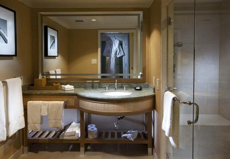bathroom property home countertop cabinetry Kitchen sink cottage Suite mansion tub bathtub