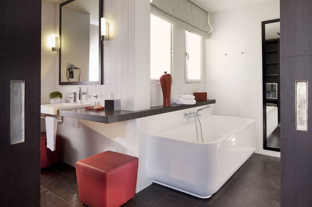 bathroom property mirror sink countertop bathtub home plumbing fixture Kitchen flooring Suite tub