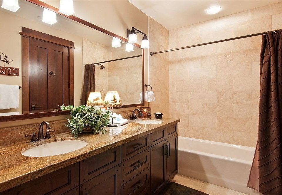bathroom property countertop cabinetry home hardwood cuisine classique Kitchen cottage Suite