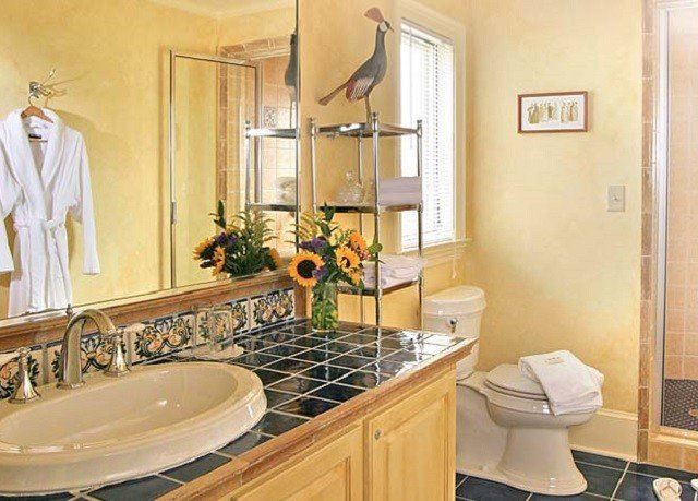 bathroom sink mirror property home Kitchen cottage countertop cabinetry Suite farmhouse