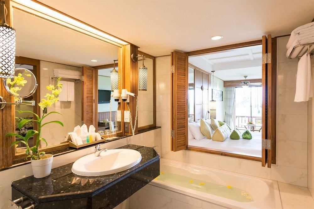 bathroom property sink home counter Suite cottage condominium Kitchen