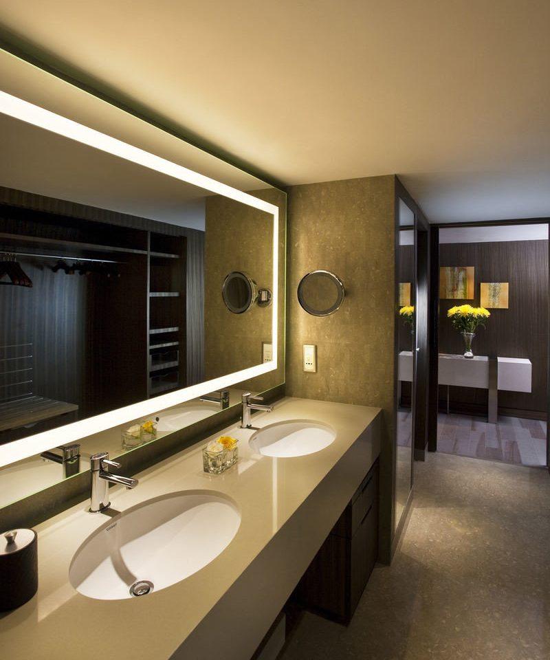 bathroom mirror property sink home countertop Suite lighting Kitchen condominium