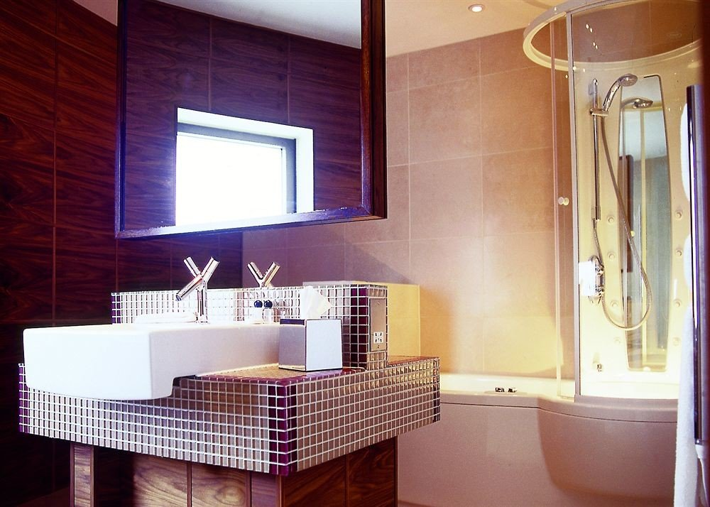 bathroom property home Kitchen Suite cottage