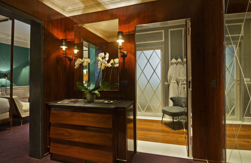 cabinetry home house lighting Kitchen mansion Suite