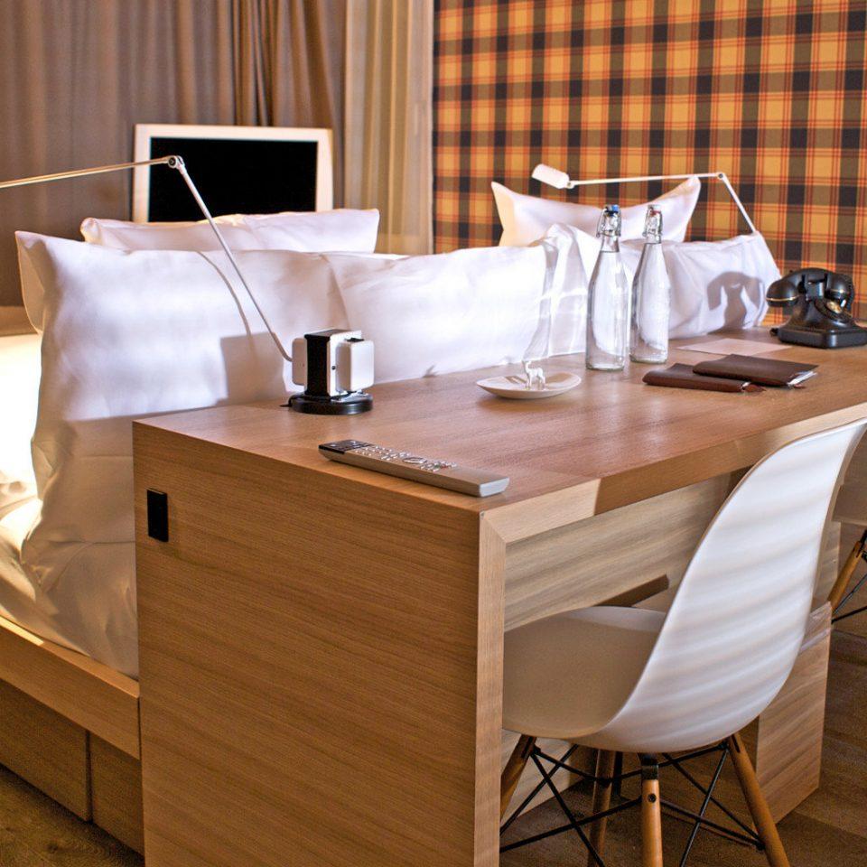 curtain chair restaurant hardwood home Suite wood flooring cottage Kitchen