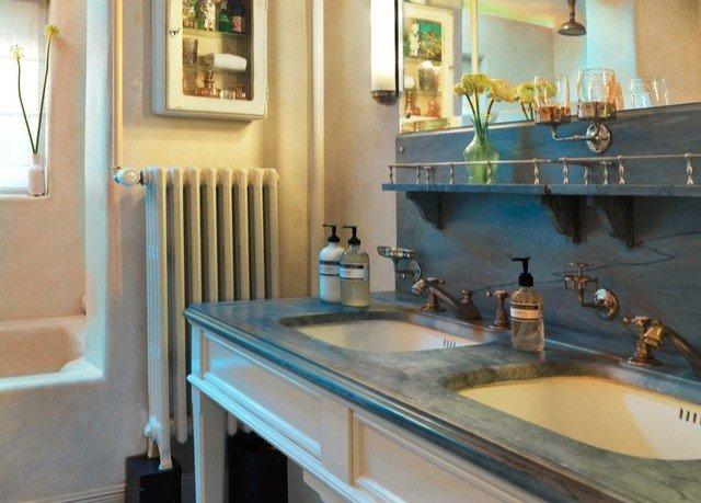property countertop sink Kitchen home bathroom cottage Suite Villa toilet
