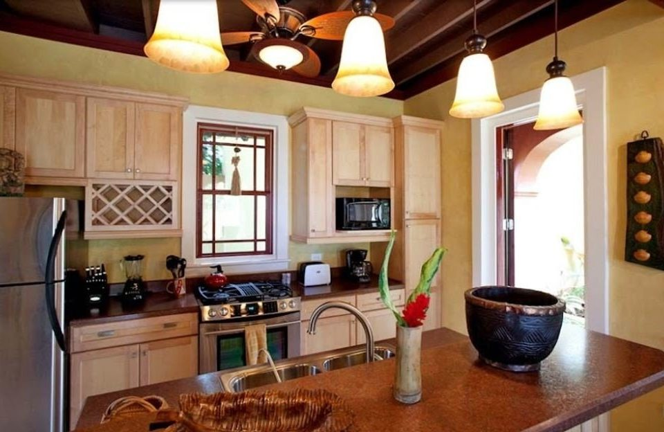 Kitchen property home living room cottage hardwood farmhouse cabinetry Villa appliance