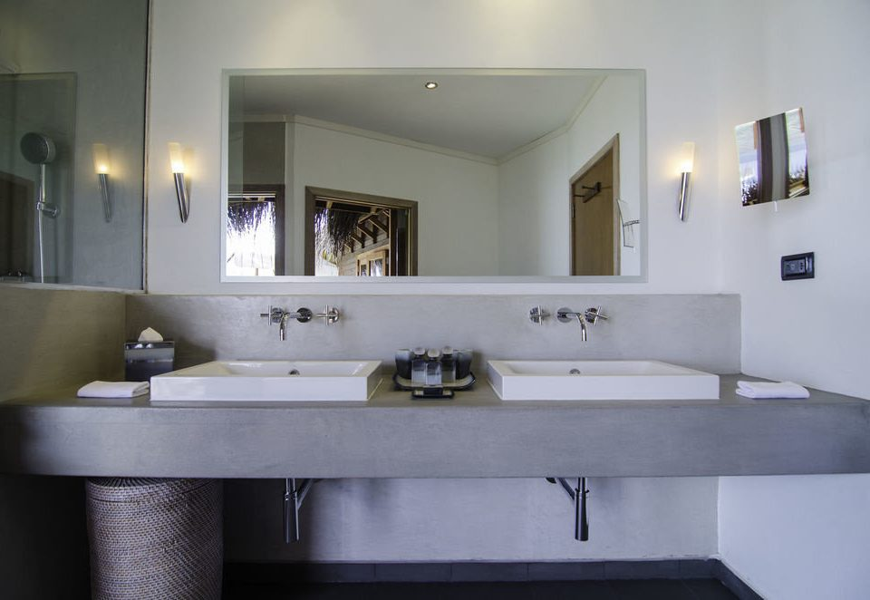 bathroom mirror sink property house home vanity bathtub Kitchen plumbing fixture Villa cottage mansion countertop tan