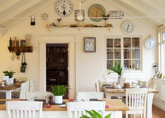 property home living room farmhouse cottage porch Kitchen Villa restaurant dining table