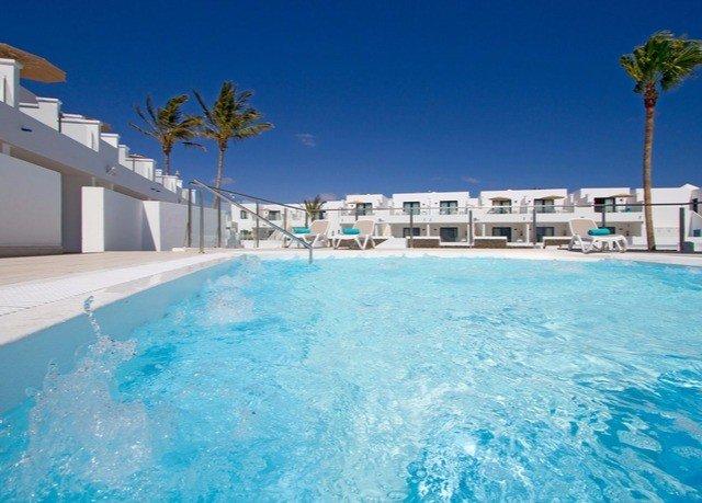 sky water water sport swimming pool Pool property Resort leisure caribbean blue Ocean resort town condominium wave Lagoon swimming Villa Sea Water park