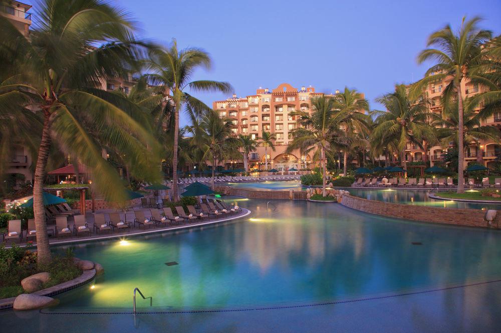 Resort swimming pool arecales Lagoon tree