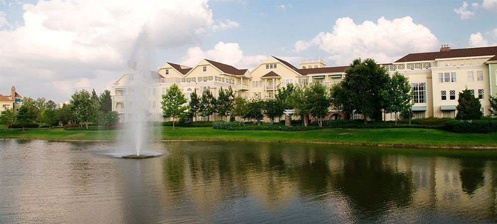 sky grass water house Lake landmark building palace green Nature reflecting pool mansion château fountain waterway water feature old pond surrounded