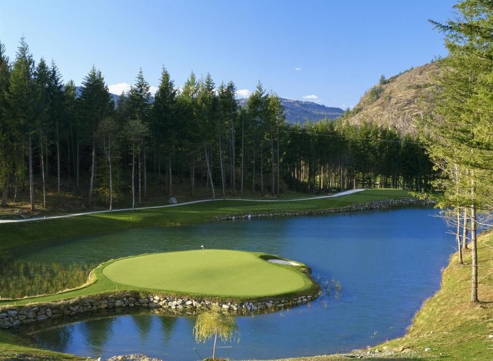 tree water sky grass structure sport venue golf course Nature golf club pond outdoor recreation Lake River sports reservoir surrounded wooded