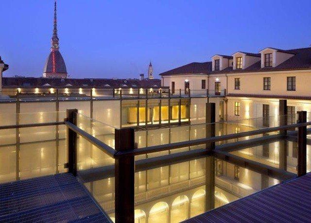 landmark plaza lighting palace night