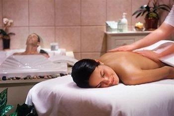 massage laying muscle