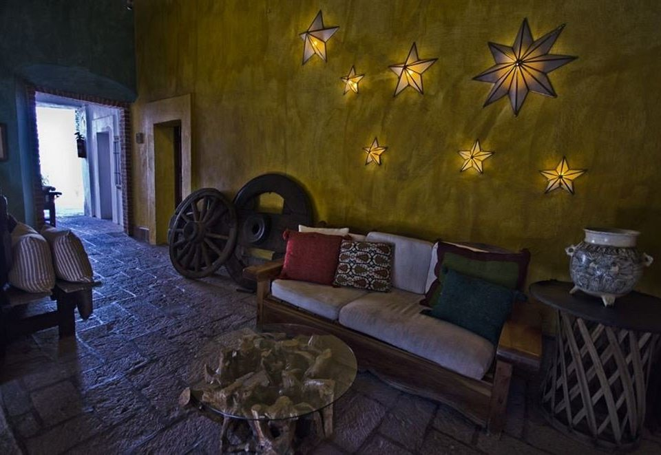 screenshot living room mansion