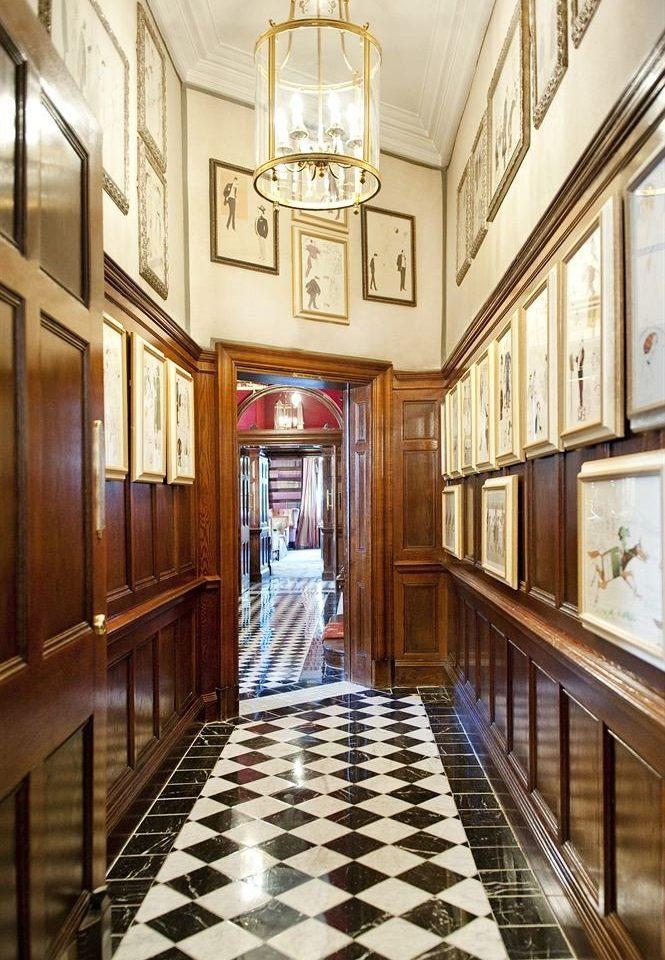 Lobby mansion hall home aisle chapel palace tiled