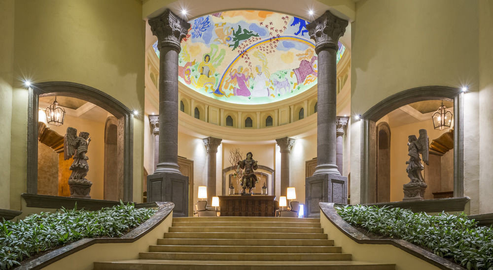 Lobby chapel altar mansion place of worship synagogue