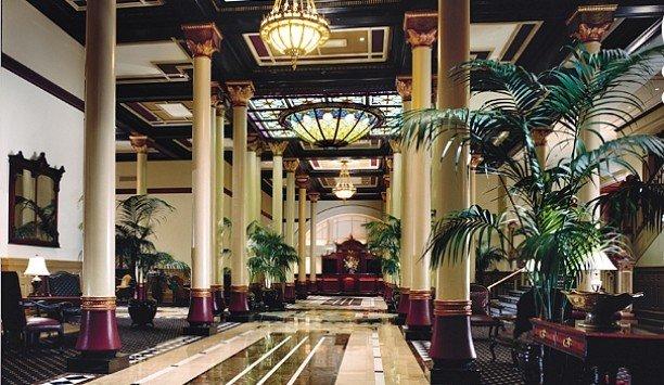 Lobby arcade