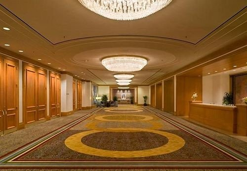 Lobby building auditorium mansion hall conference hall long convention center ballroom function hall recreation room theatre palace subway