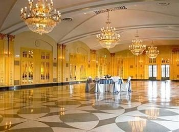 Lobby function hall building plaza palace ballroom convention center hall auditorium