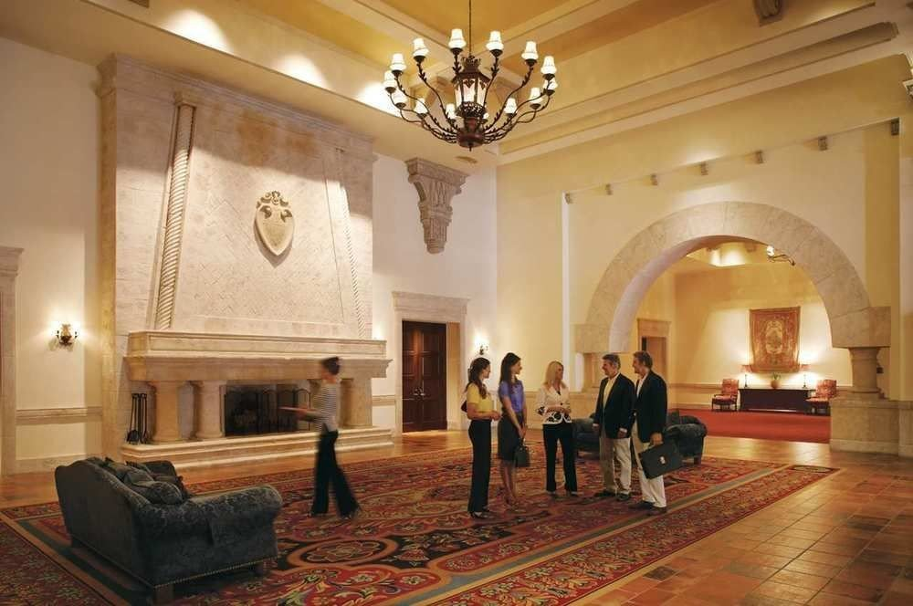 property building Lobby palace chapel mansion tourist attraction ballroom place of worship hall synagogue