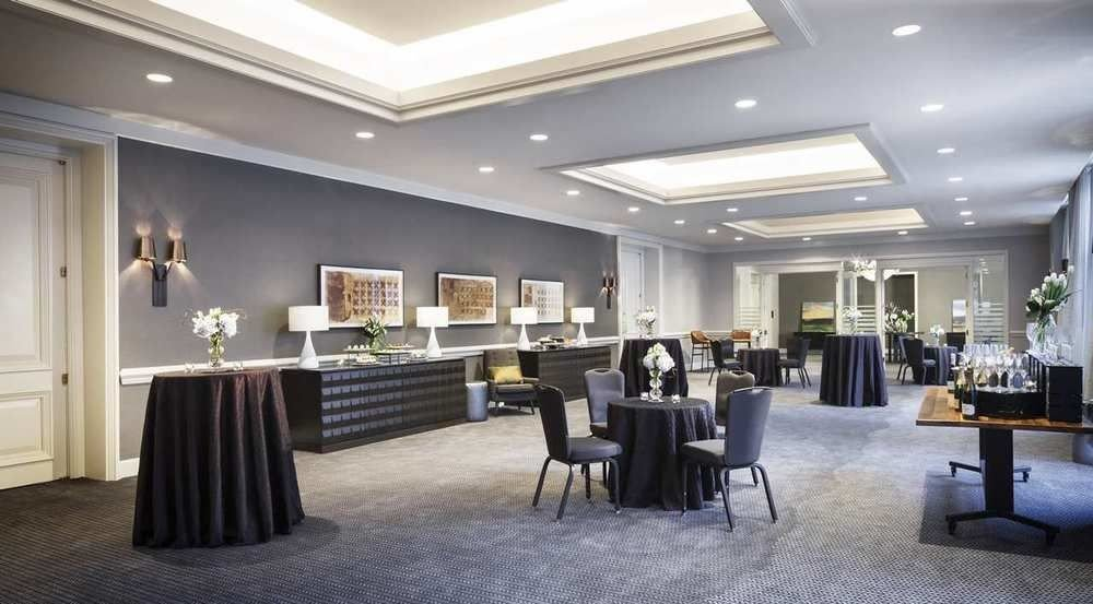 chair Lobby property function hall living room conference hall restaurant convention center ballroom