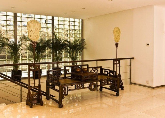 property Lobby home condominium baluster handrail dining table