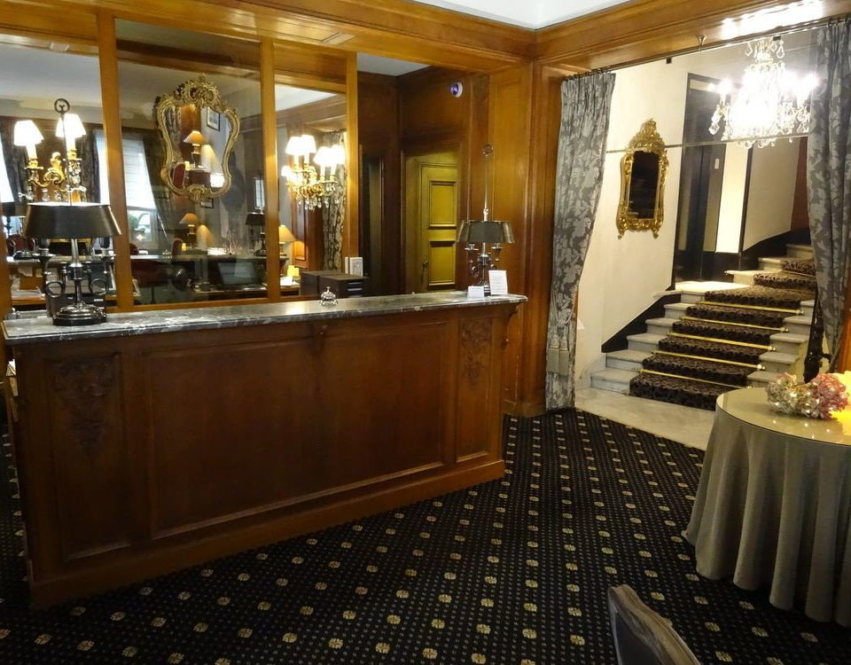 property counter Lobby mansion cabinetry