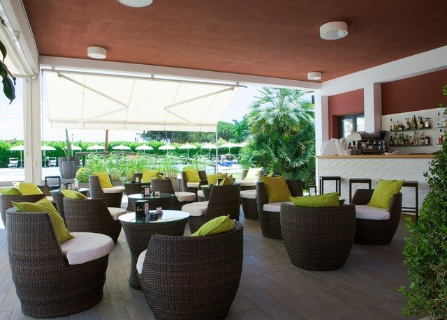 chair property Lobby condominium restaurant living room