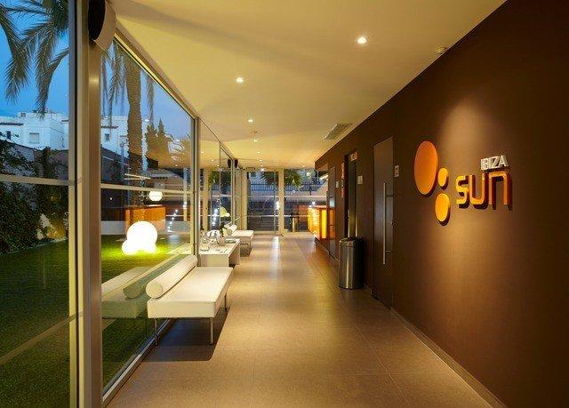 Lobby condominium