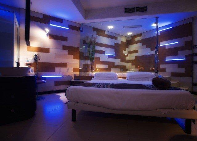 swimming pool lighting Lobby condominium yacht living room