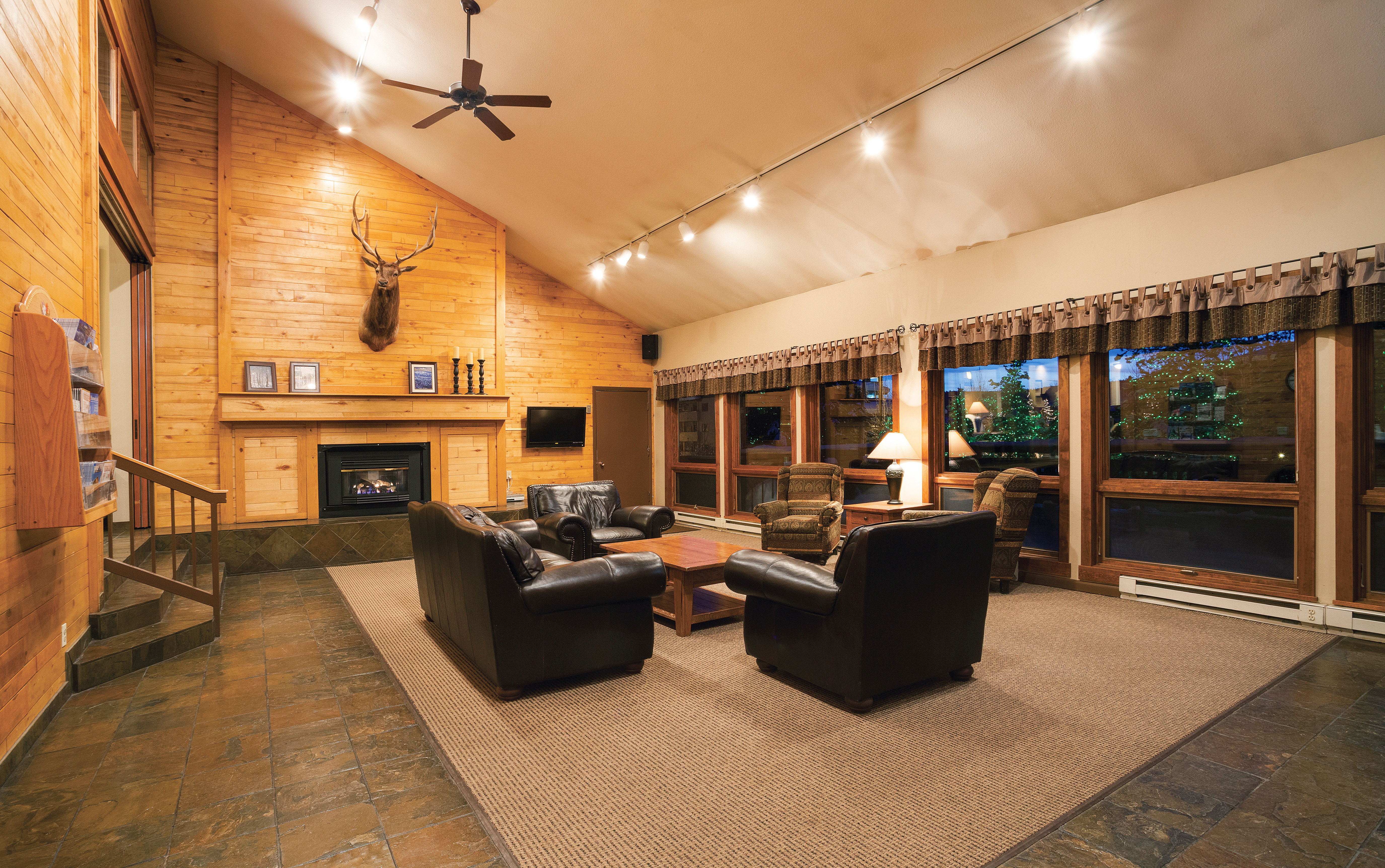Lobby Lodge Outdoors Scenic views Ski property living room home condominium Villa loft