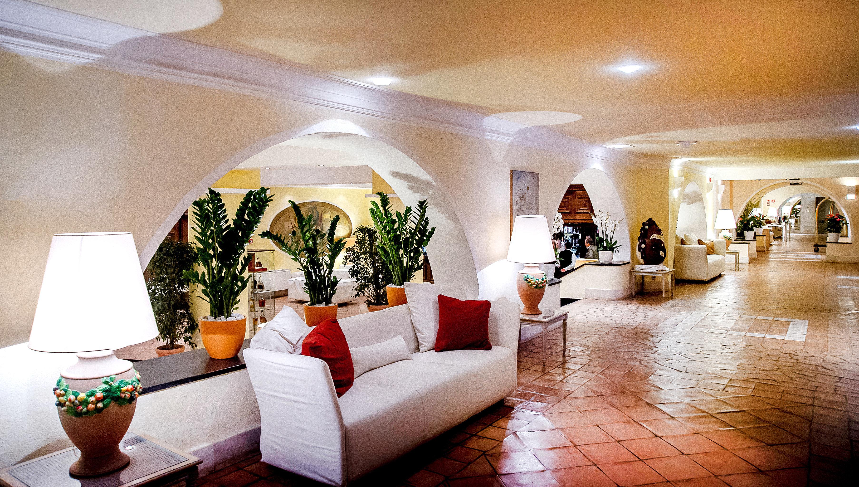 Lounge Luxury property Lobby living room home Resort restaurant Suite